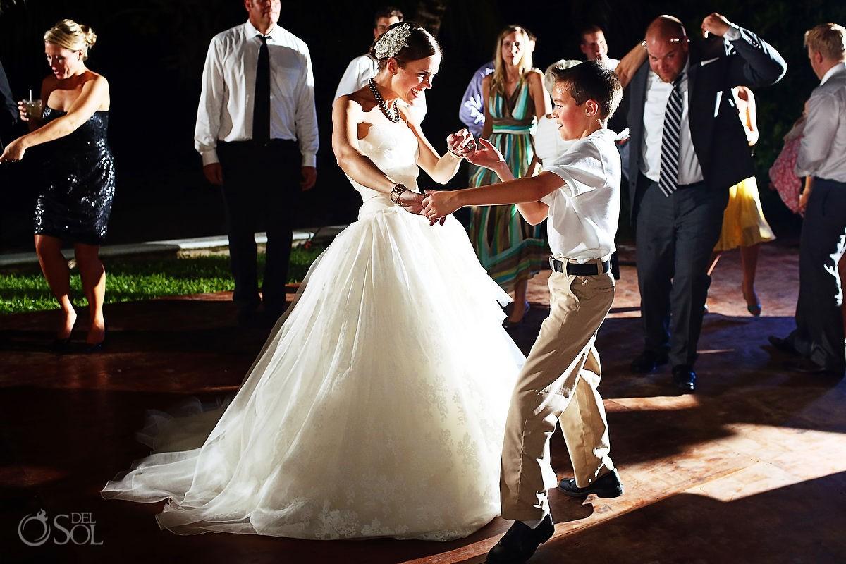 Hotel Esencia wedding dance bride