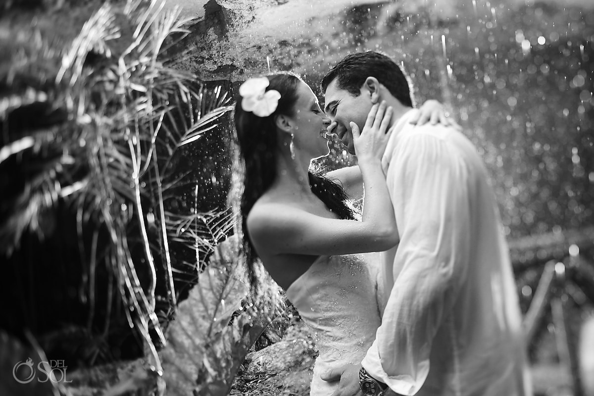 Black and white photo bride and groom in rain in jungle