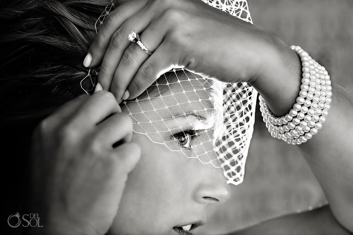 Bride veil getting ready