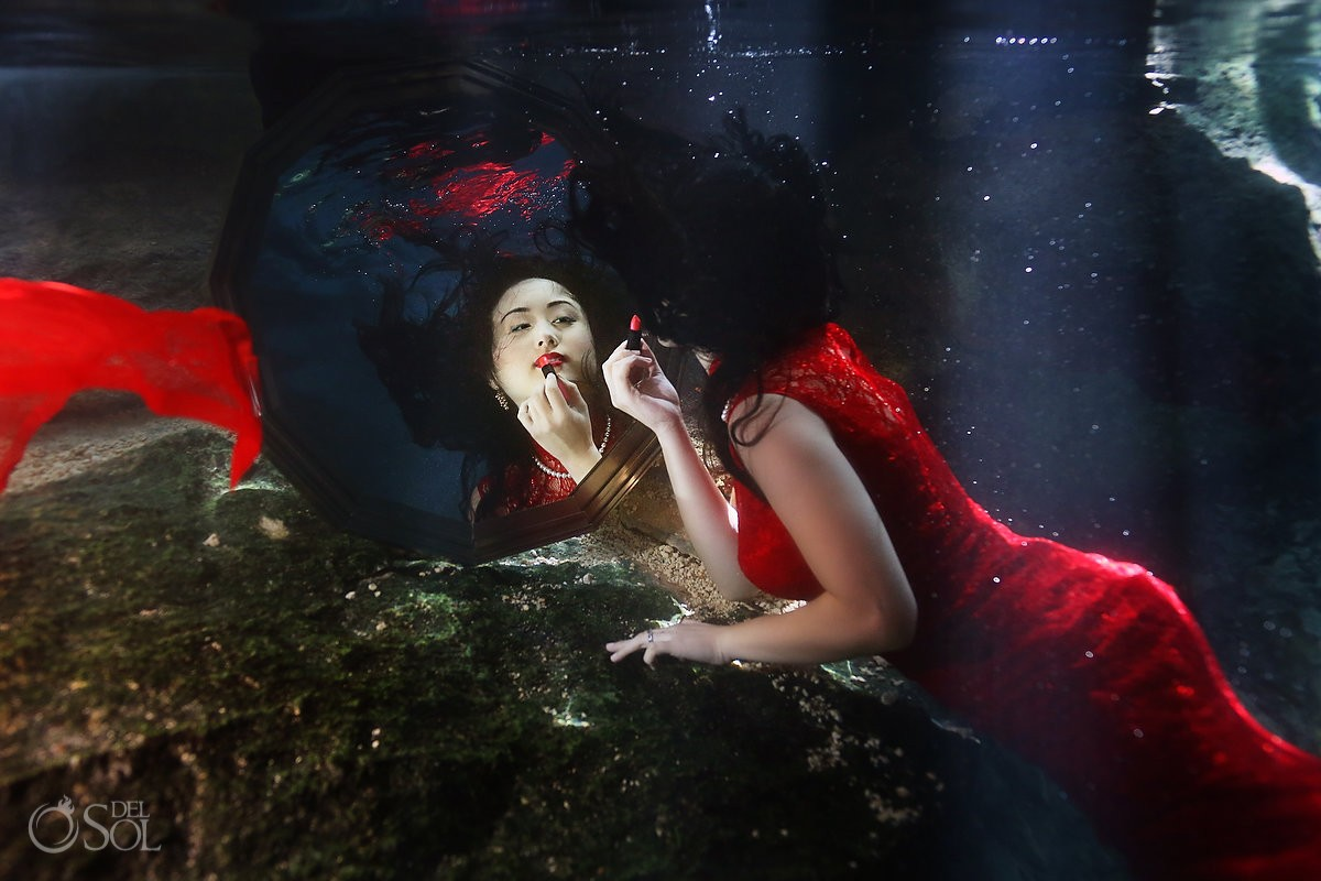 Chinese bride in red underwater with mirror lipstick
