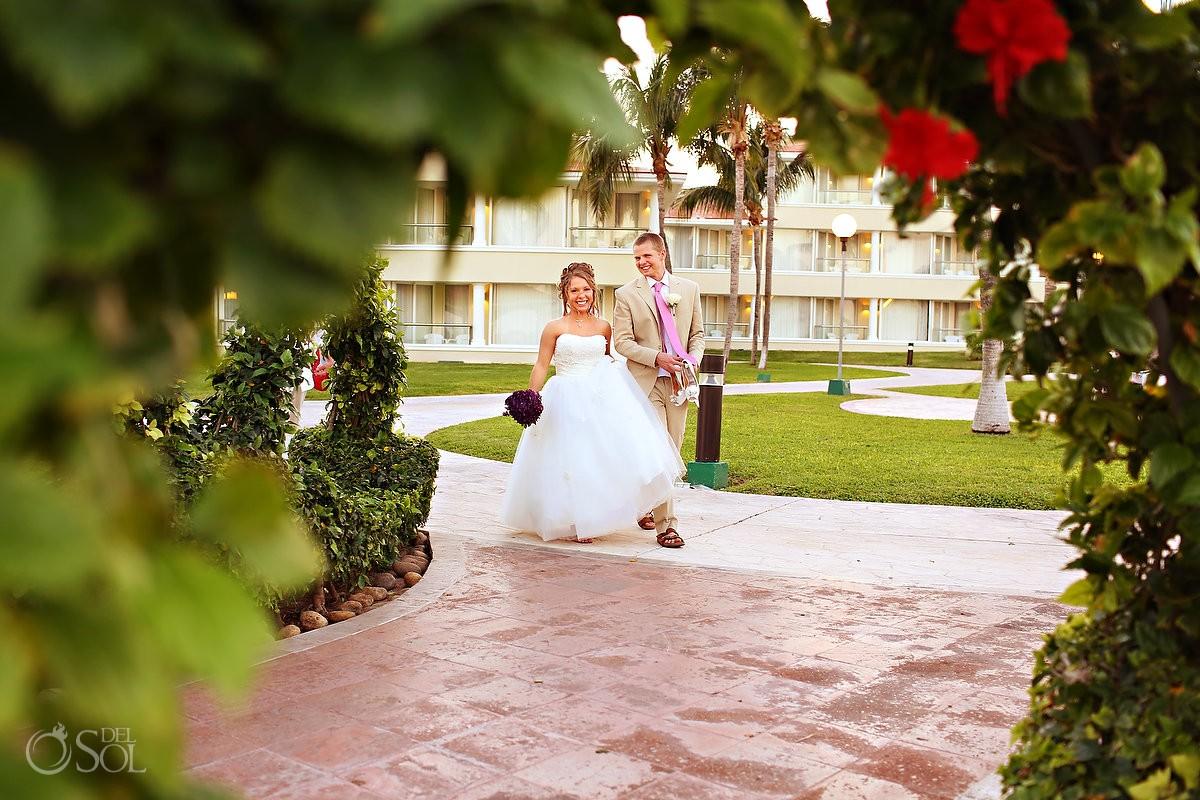 Destination wedding bride and groom Mexico