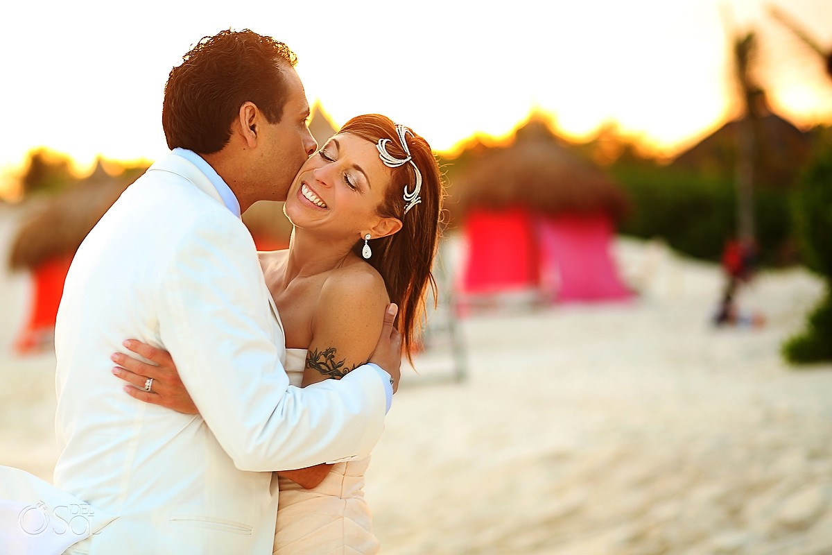 bride and groom kissing for a destination wedding at hotel esencia