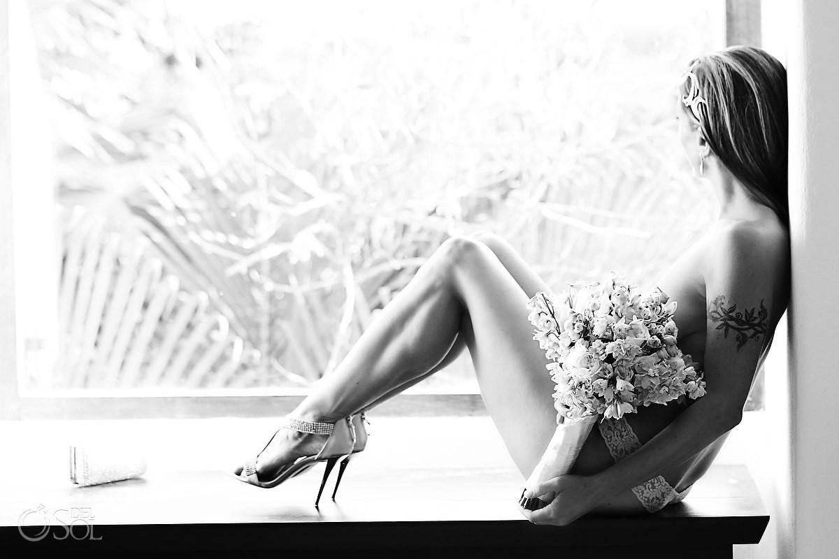 boudoir photograph of bride at hotel esencia in mexico