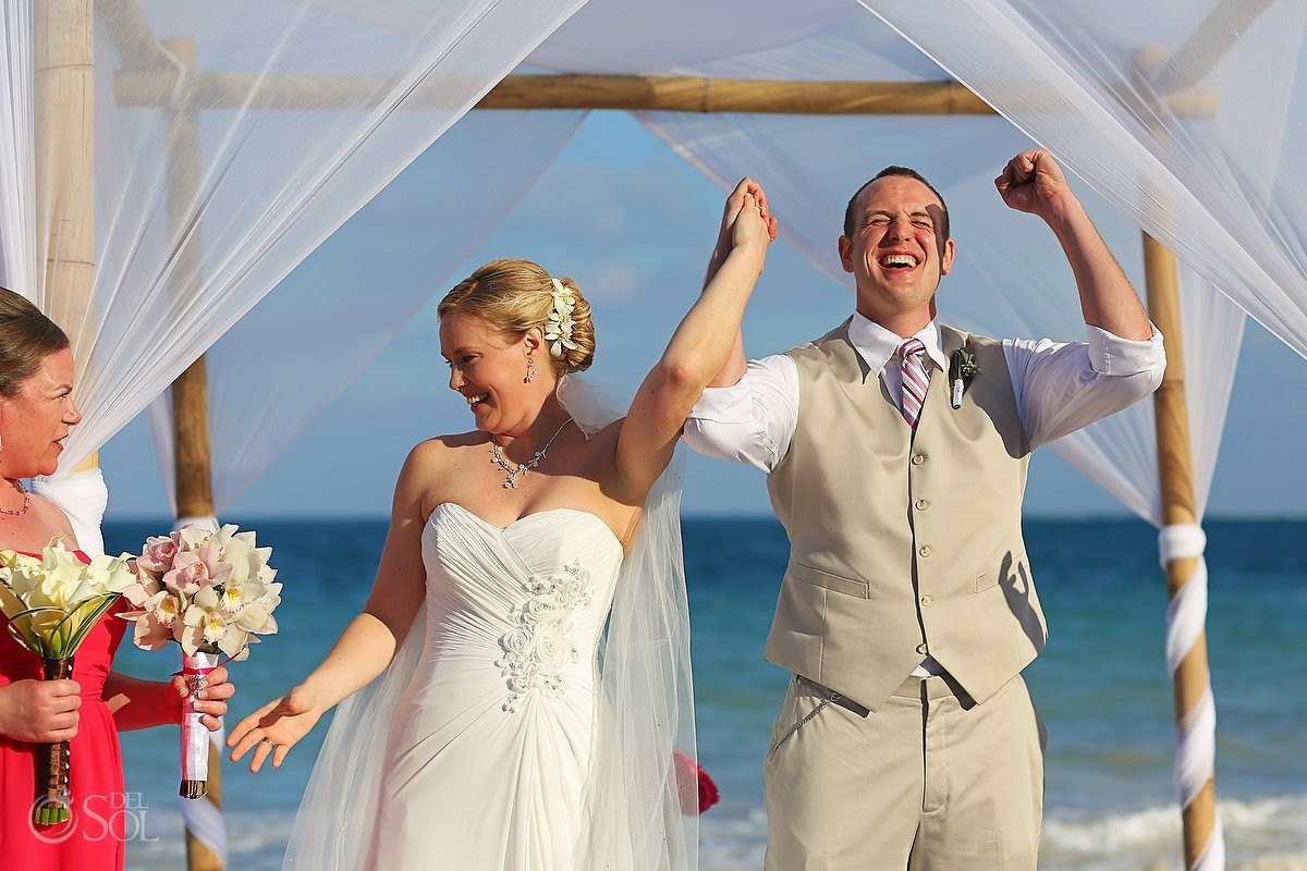 Mexico beach wedding bride and groom ceremony