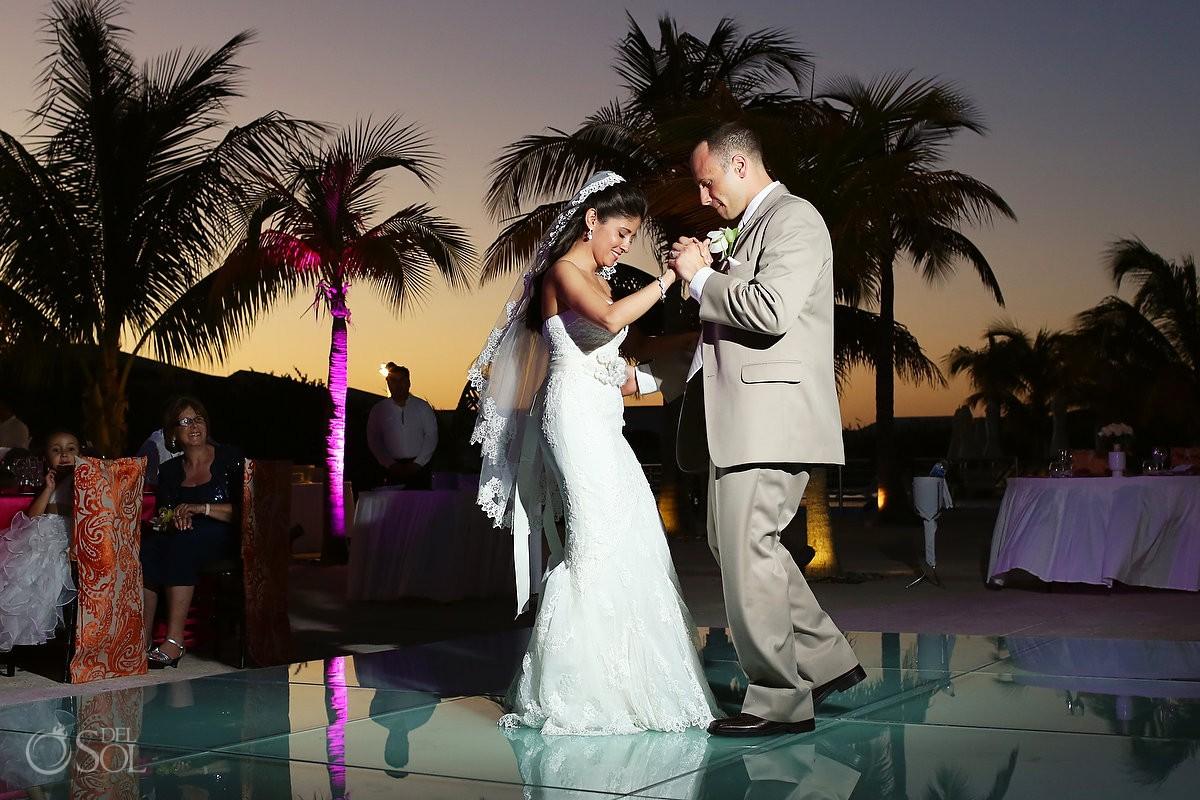 Cancun wedding first dance