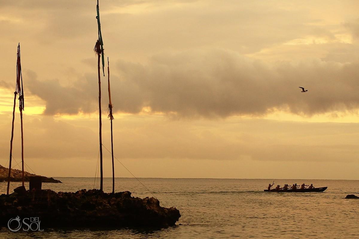 Travesia Sagrada Maya canoe in the ocean