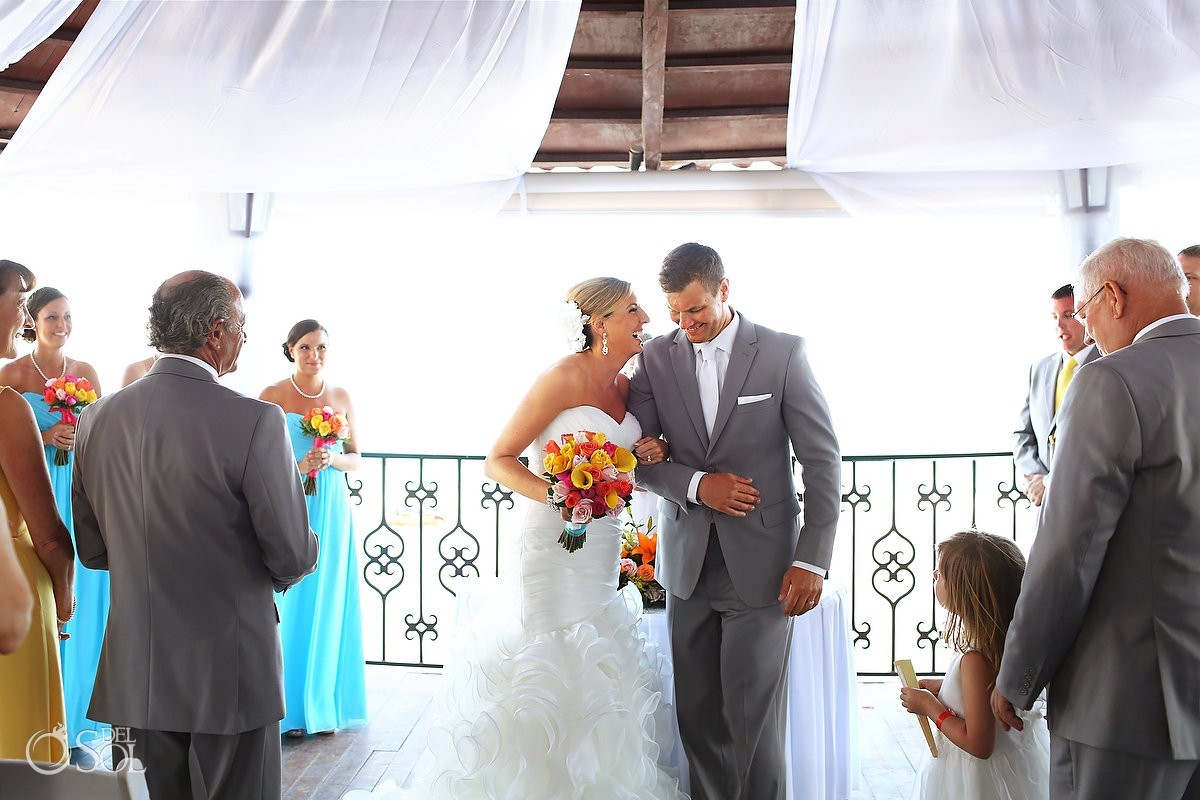 Gazebo Gran Caribe Real wedding bride and groom