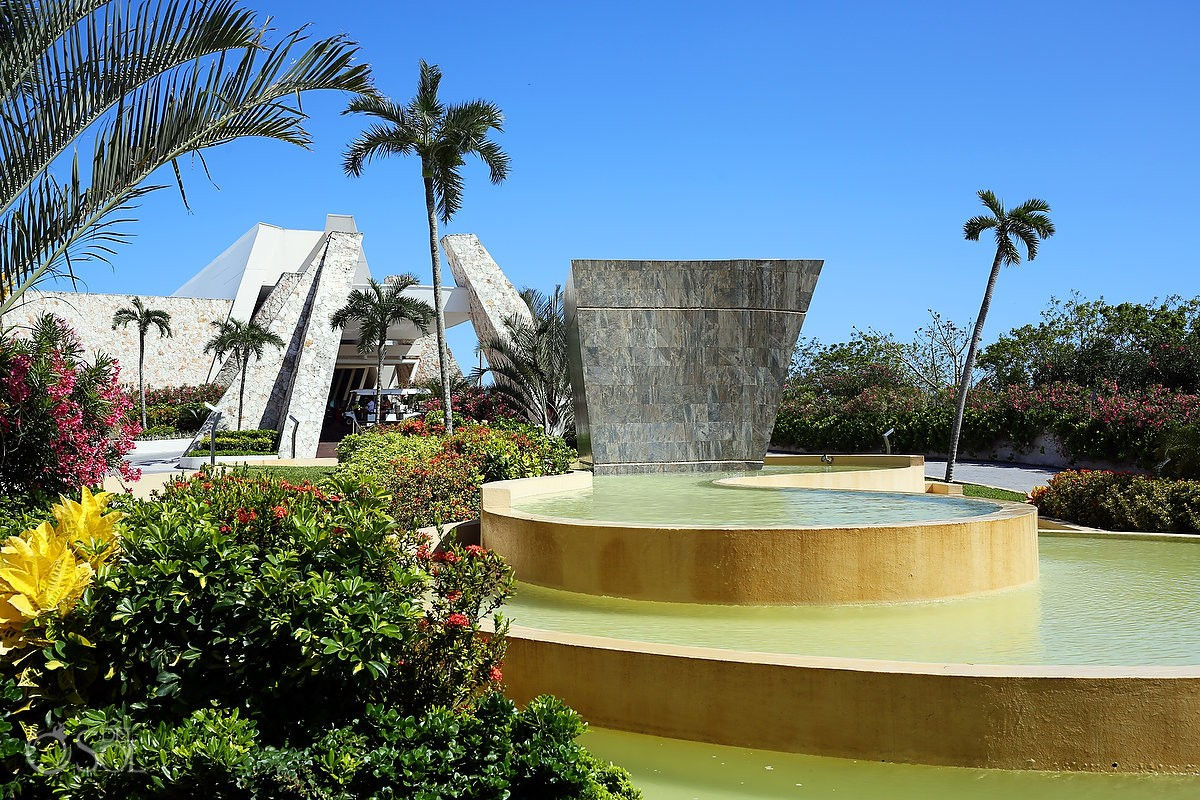 Fountain in Mexico Grand Sirenis Resort