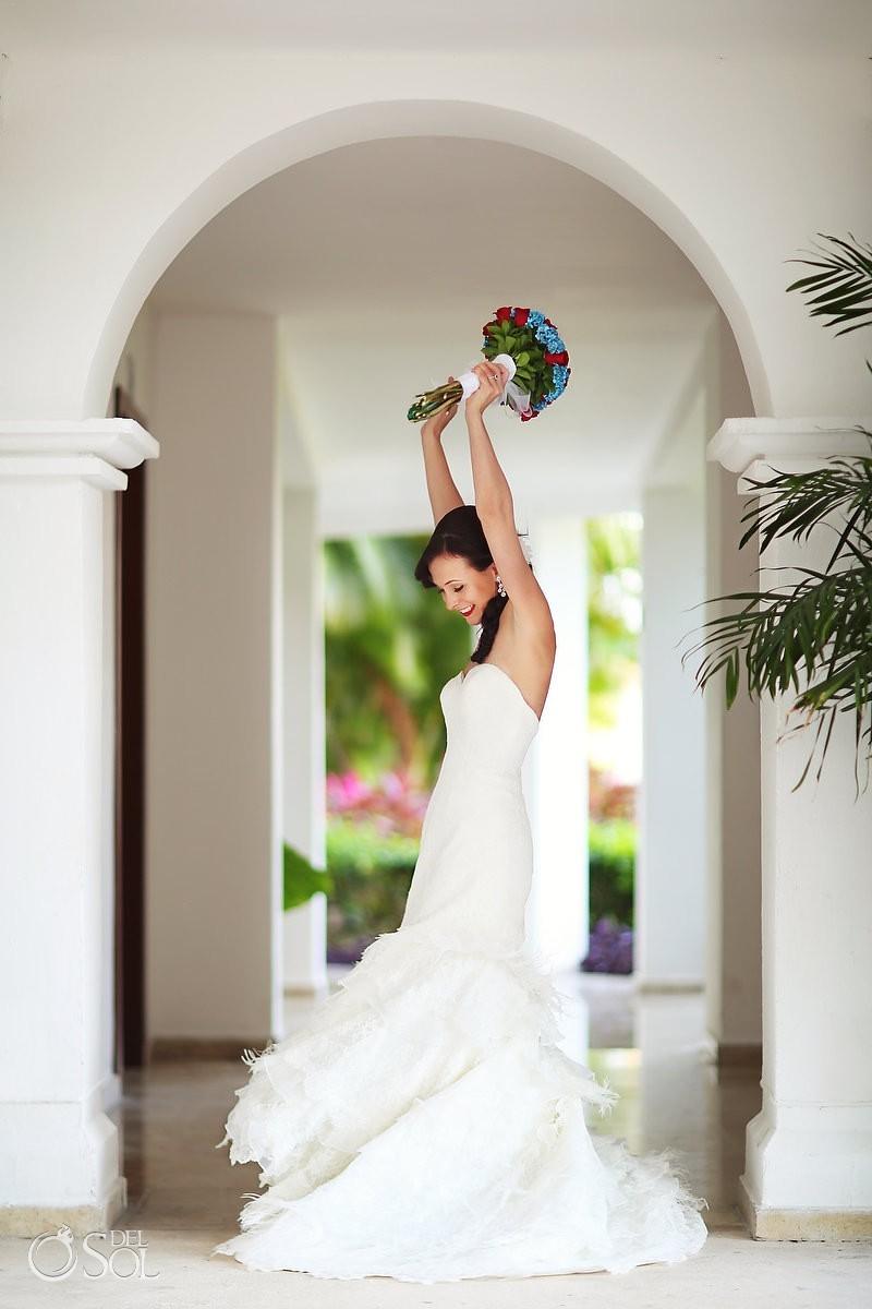 Arches in hallway bride raises bouquet