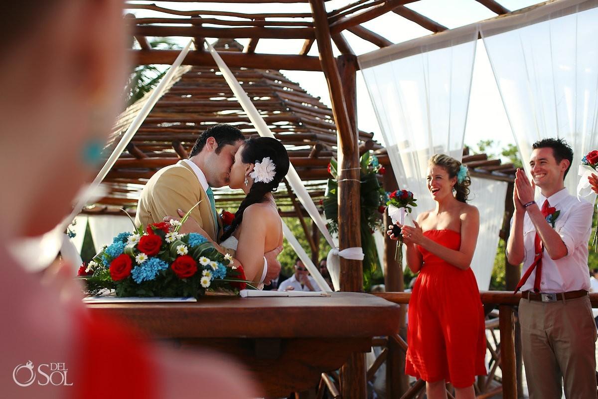 Wedding Mexico kiss bride and groom gazebo