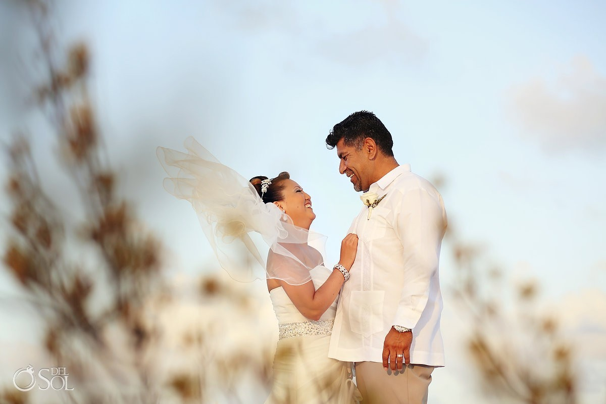 Bride and groom get married in Cancun on the beach