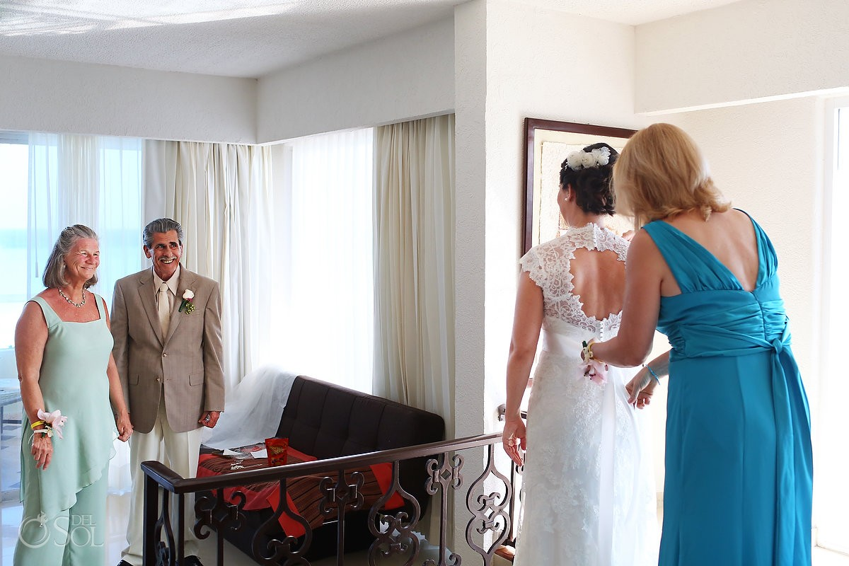 Gran Caribe Real wedding bride getting ready