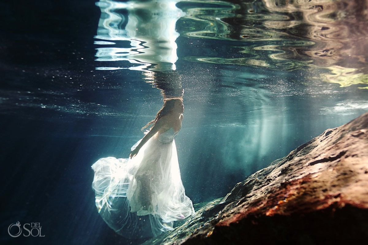 Riviera Maya trash the dress bride underwater