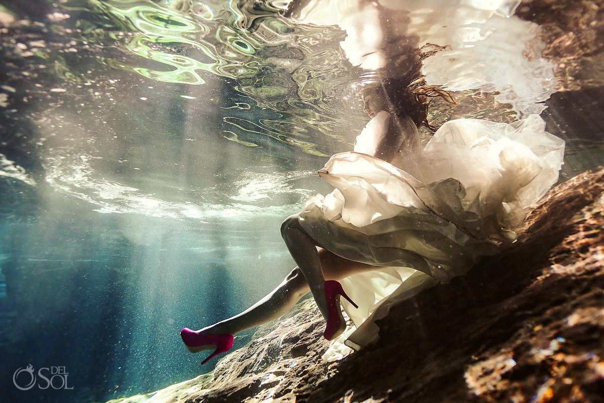 Riviera Maya trash the dress underwater bride