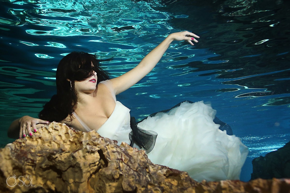 Vera Wang trash the dress underwater