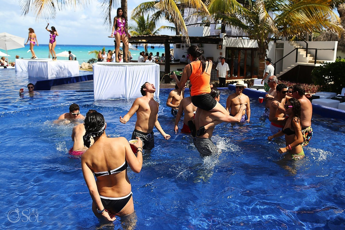 Pool party Le Reve Hotel Playa del Carmen