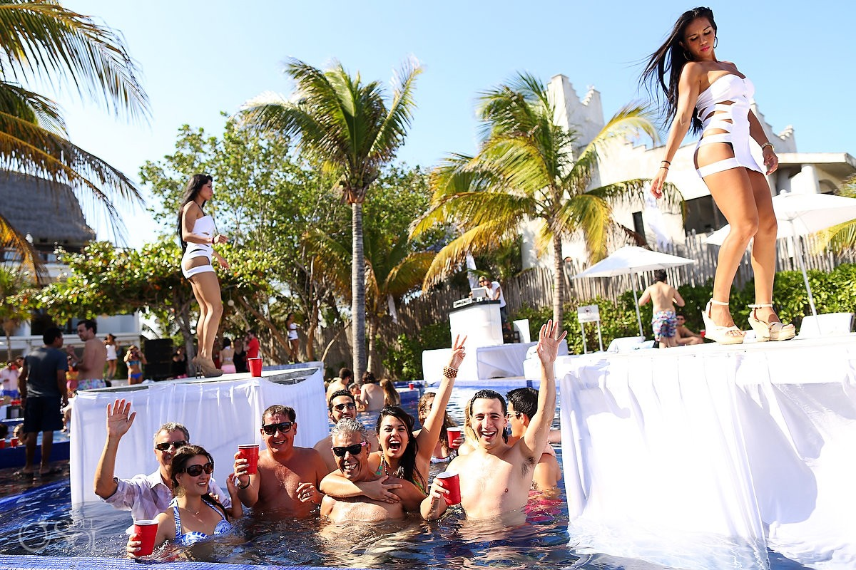 Le Reve Hotel Playa del Carmen pool party