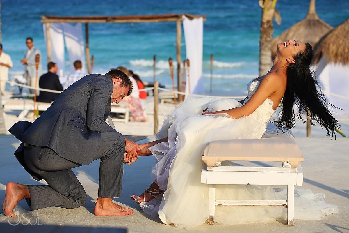 groom removes garter belt at Al Cielo Hotel xpu ha mexico