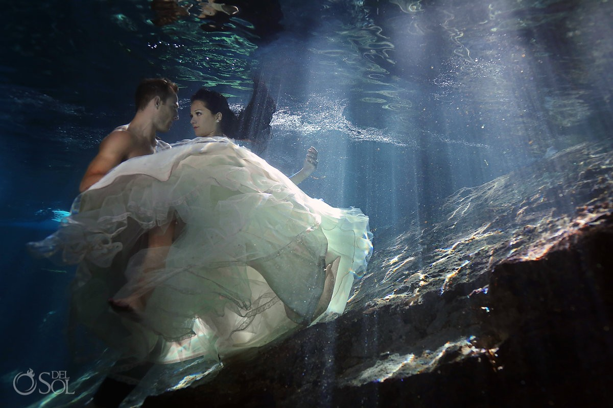 Riviera Maya underwater photography trash the dress