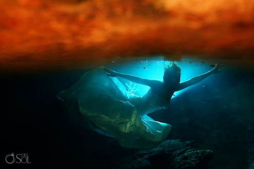 Underwater trash the dress Riviera Maya Mexico Del Sol Photography