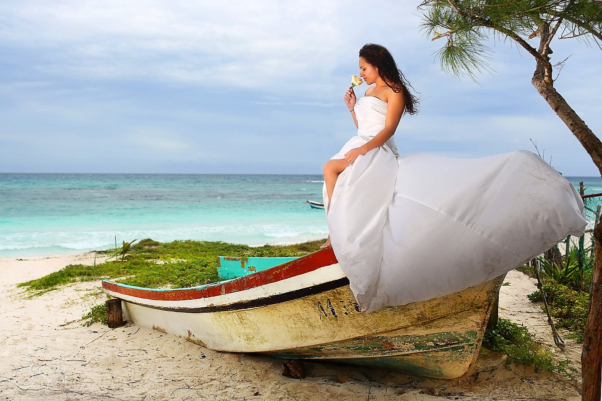 Trash the dress Riviera Maya Mexico beach Del Sol Photography