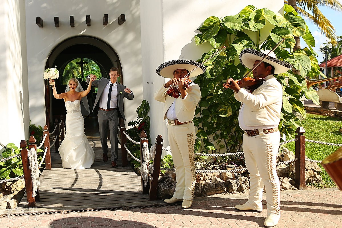 Playa del Carmen Chapel Wedding mariachis outside Nuestra Señora del Carmen