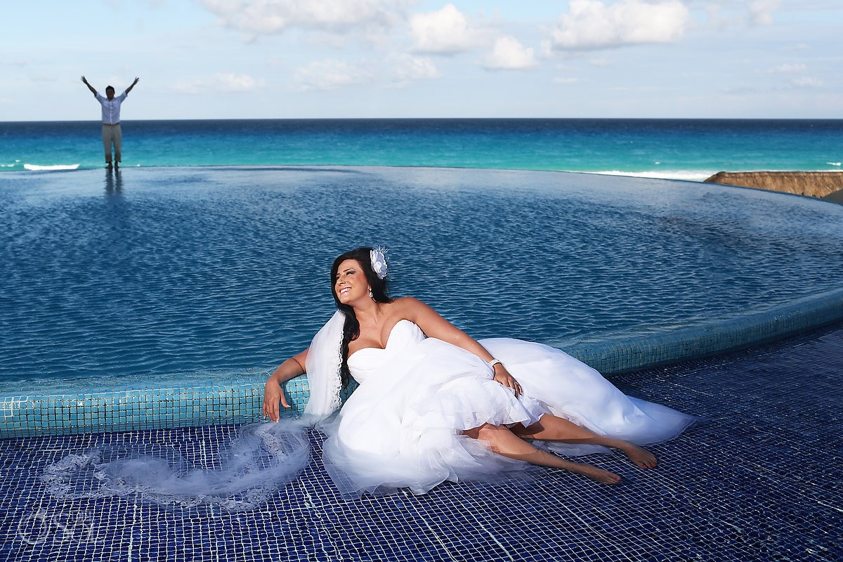 Beach trash the dress at Live Aqua Cancun Mexico, Del Sol Photography