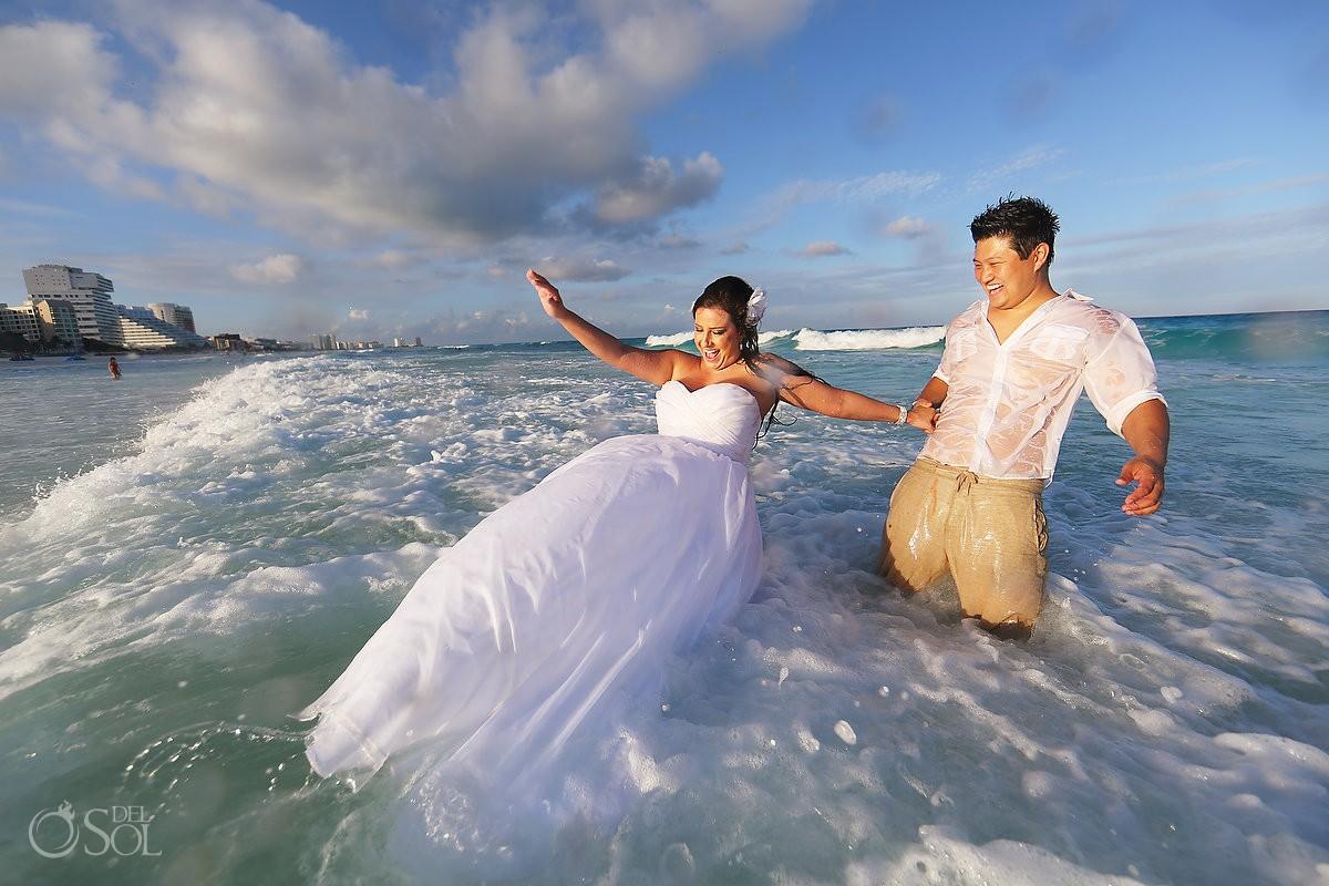 wife playing in cancun