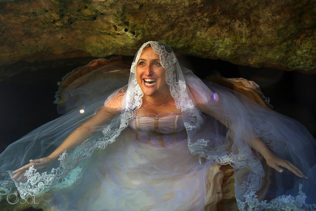 Underwater photography bride trash the dress cenote Riviera Maya, Mexico Del Sol Photography