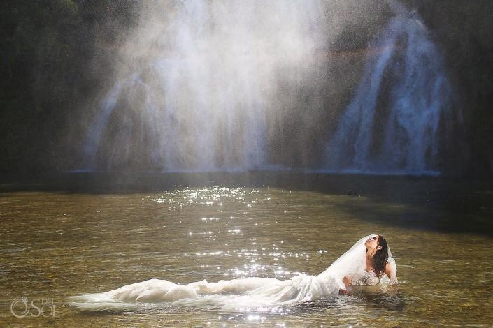 bride waterfall trash the dress workshop San Luis de Potosi wedding