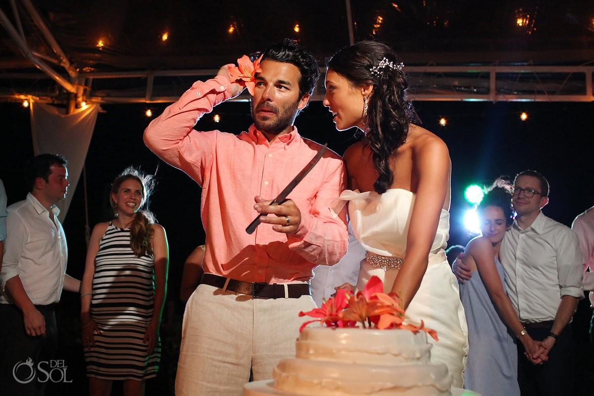 Destination wedding Riviera Maya Zoetry cutting the cake