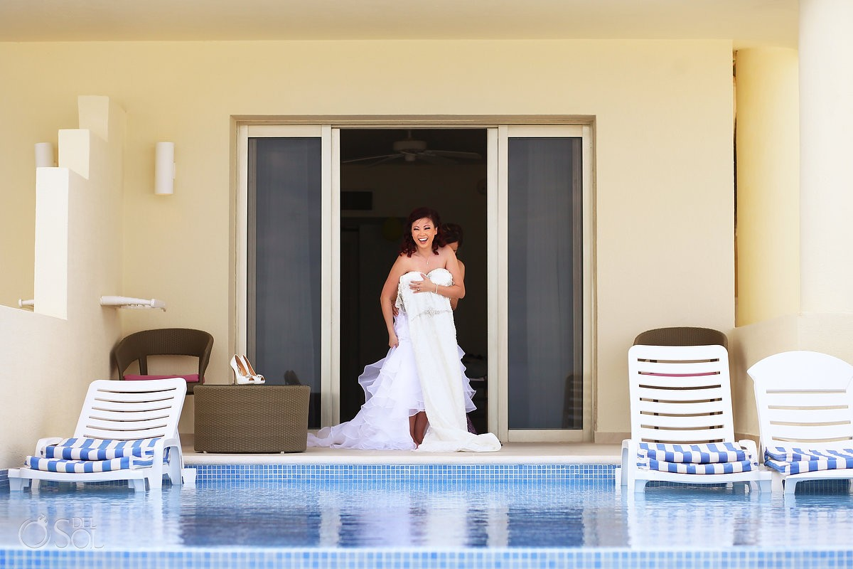 Destination wedding bride Iberostar Cancun getting ready pool