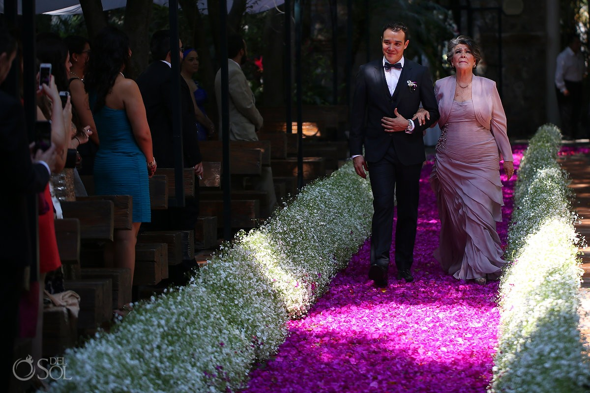 Mother enters wedding at quinta rubelinas with amazing decorative floral wedding aisle