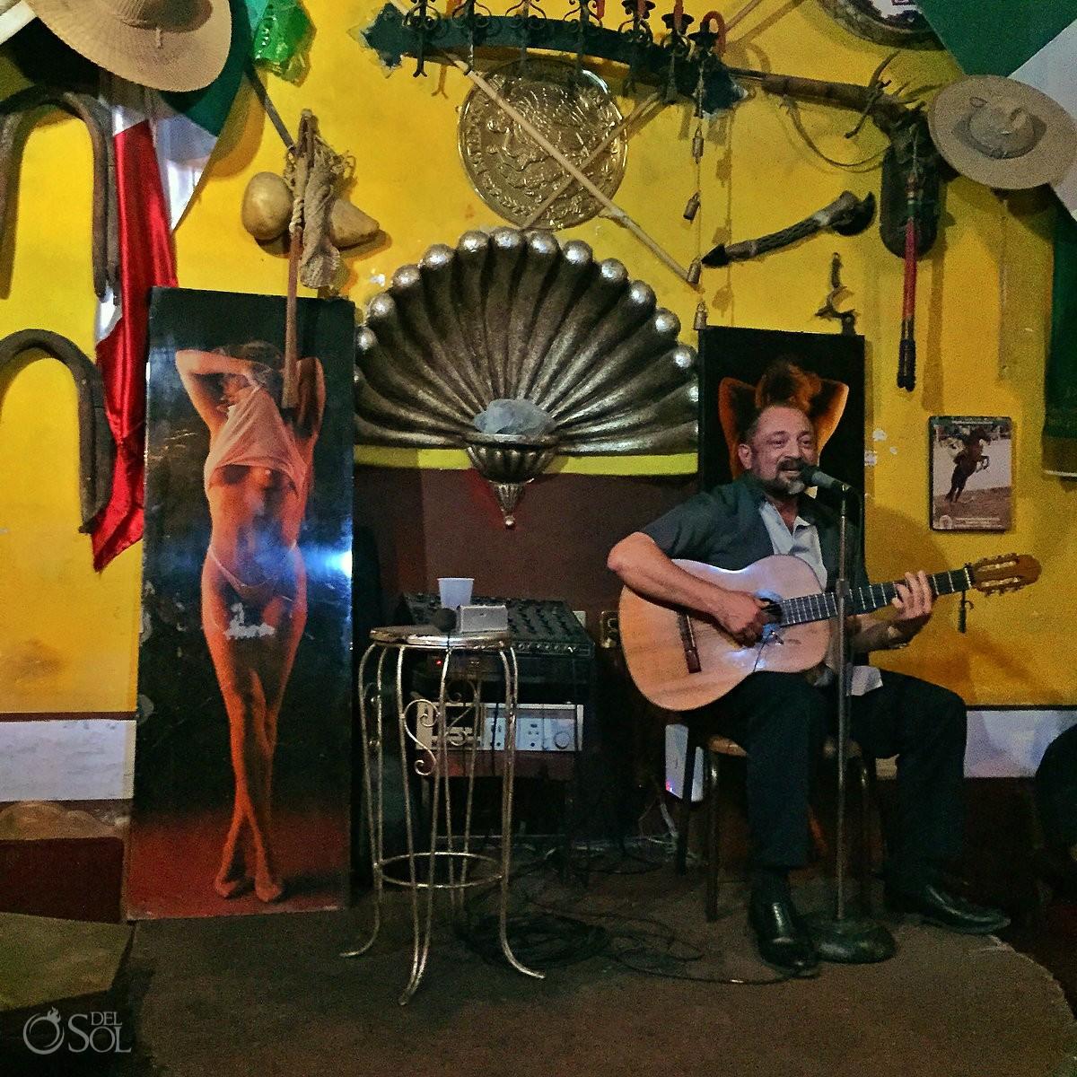 Dario Flota singing in San Miguel de Allende