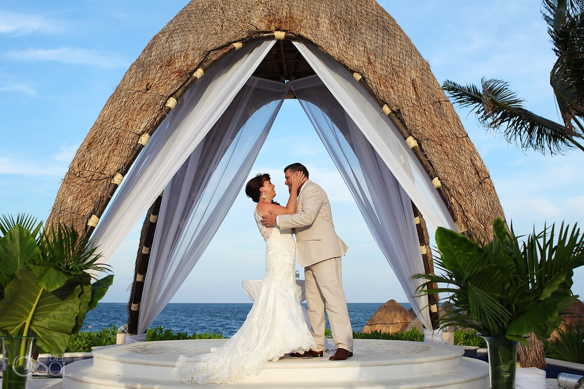 Gazebo wedding at Dreams Riviera Cancun Resort