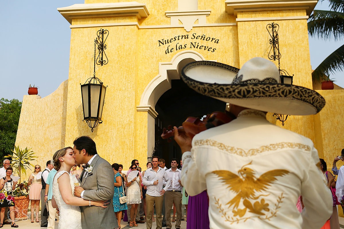 Grand Palladium wedding at the Nuestra Senora de Las Nieves Chapel