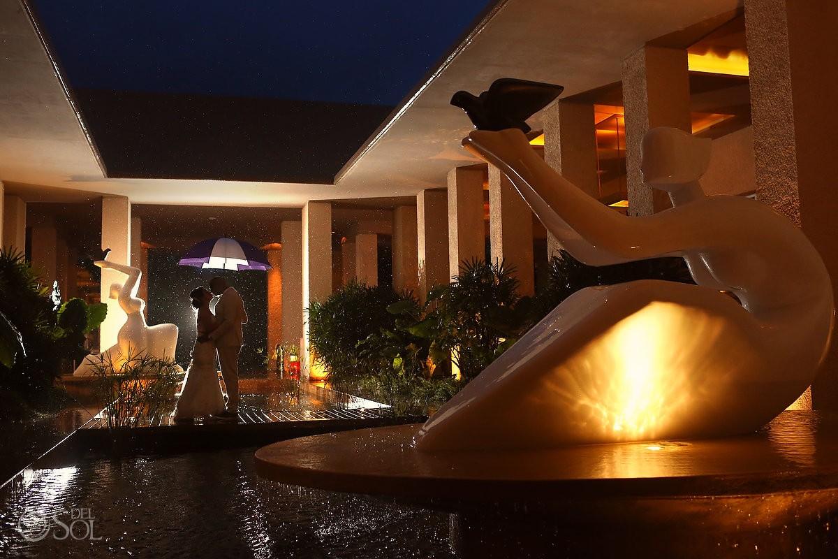 bride and groom in the rain at Paradisus La Esmeralda hotel mexico