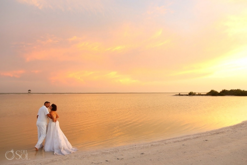 bride and groom love #ExperienciasInfinitas Yucatan Romance Travel rio lagartos Mexico