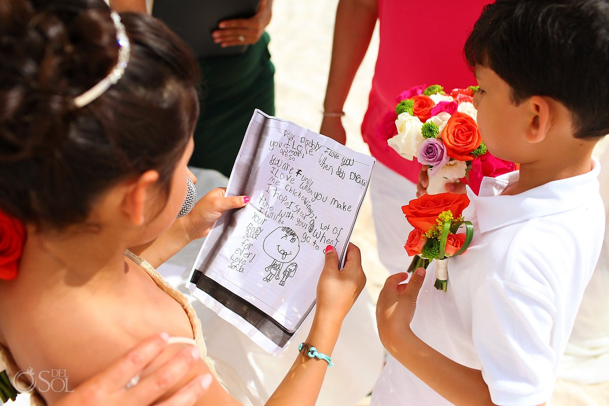 children read vows during wedding at paradisus la esmeralda