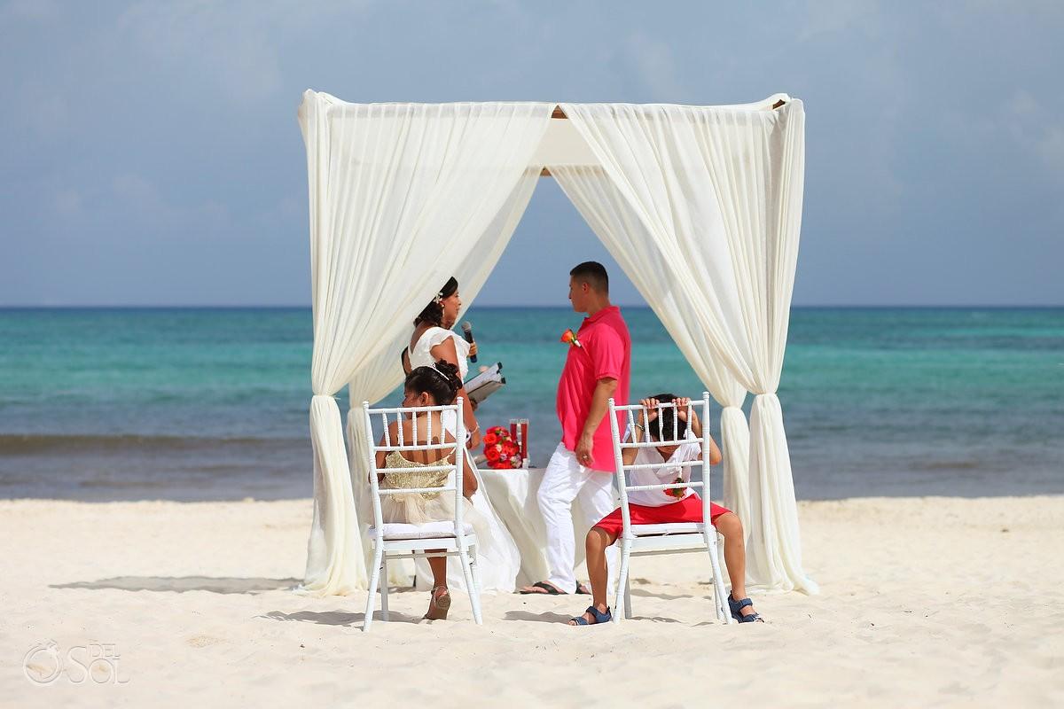 children not interested in the wedding ceremony at paradisus la esmeralda