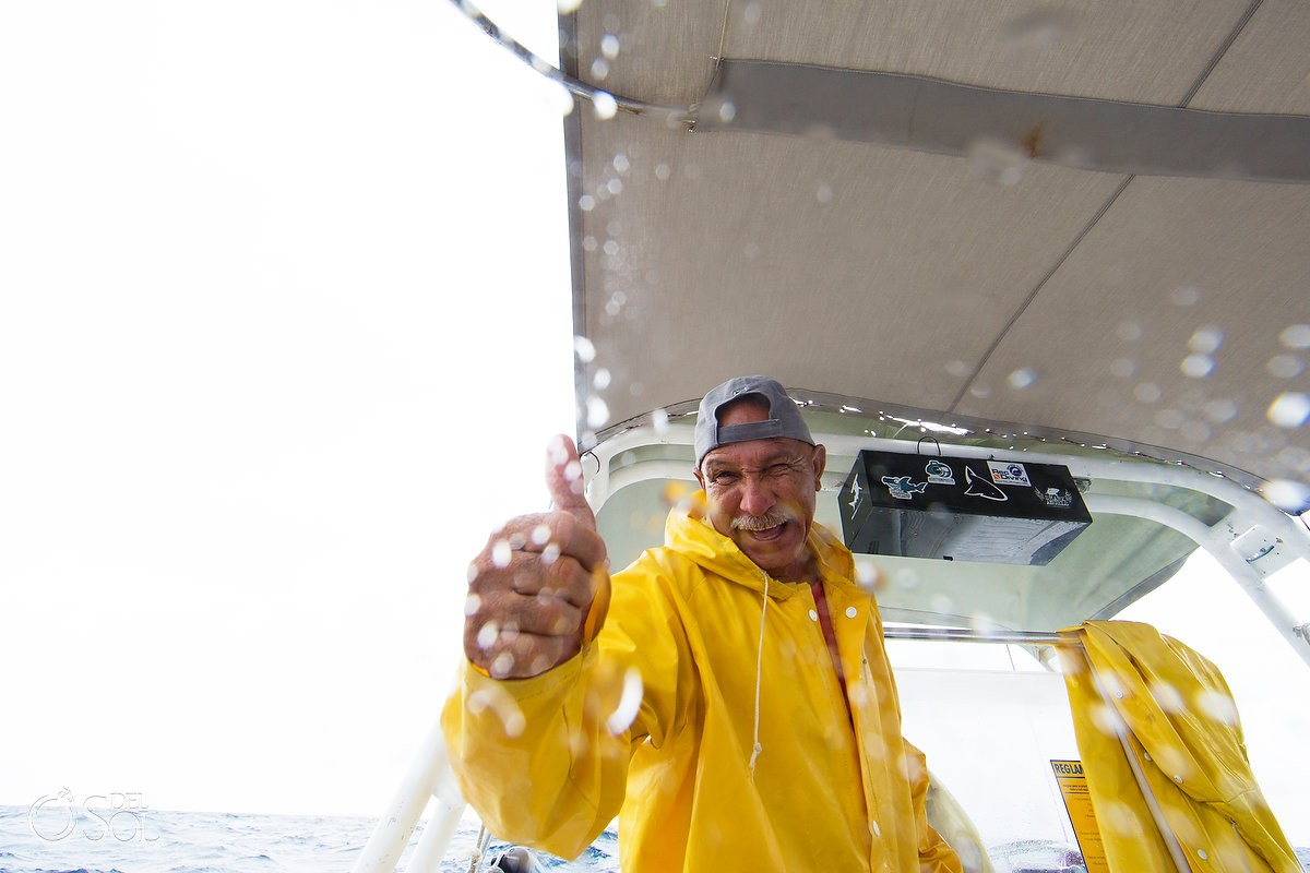 Solo Buceo dive boat captain giving thumbs up