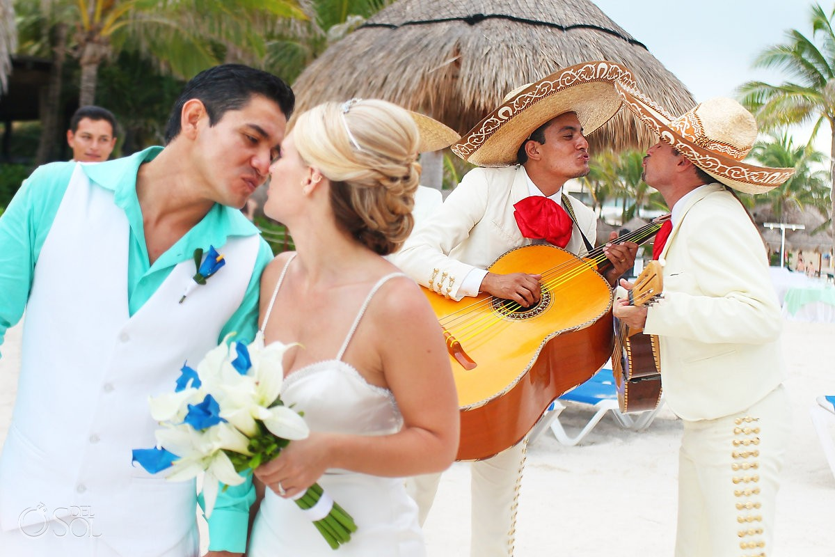 Mariachi kiss Wedding at Dreams Puerto Aventuras, Riviera Maya, Mexico