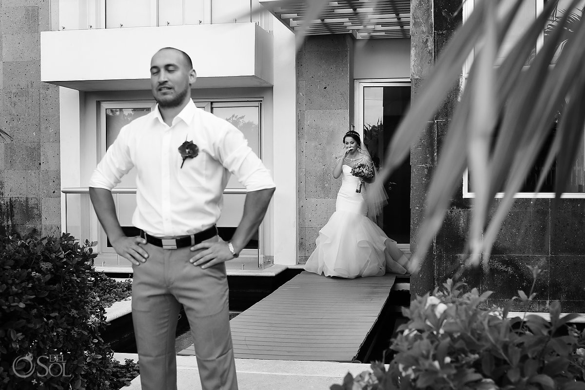 Bride and groom first look Grand Coral Apartments, Playa del Carmen, Mexico