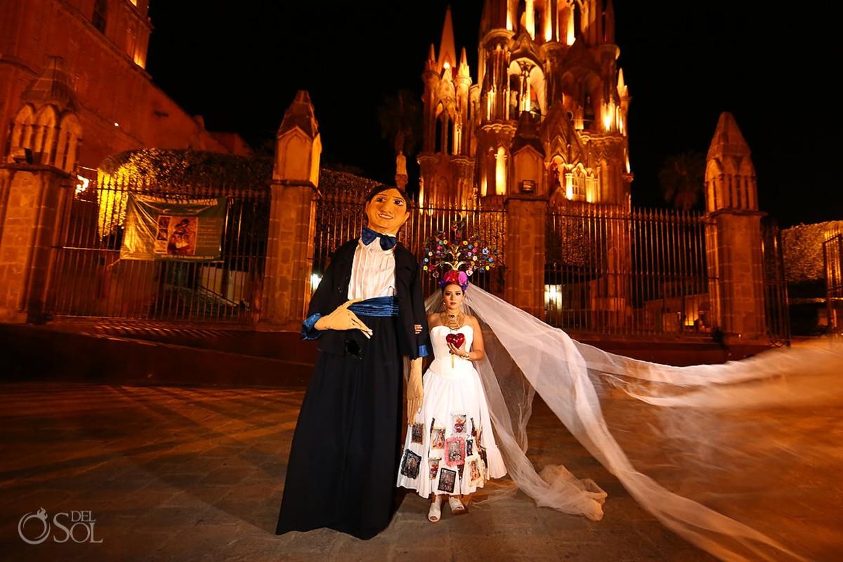 Mojigangas in San Miguel de Allende Mexico wedding photographer