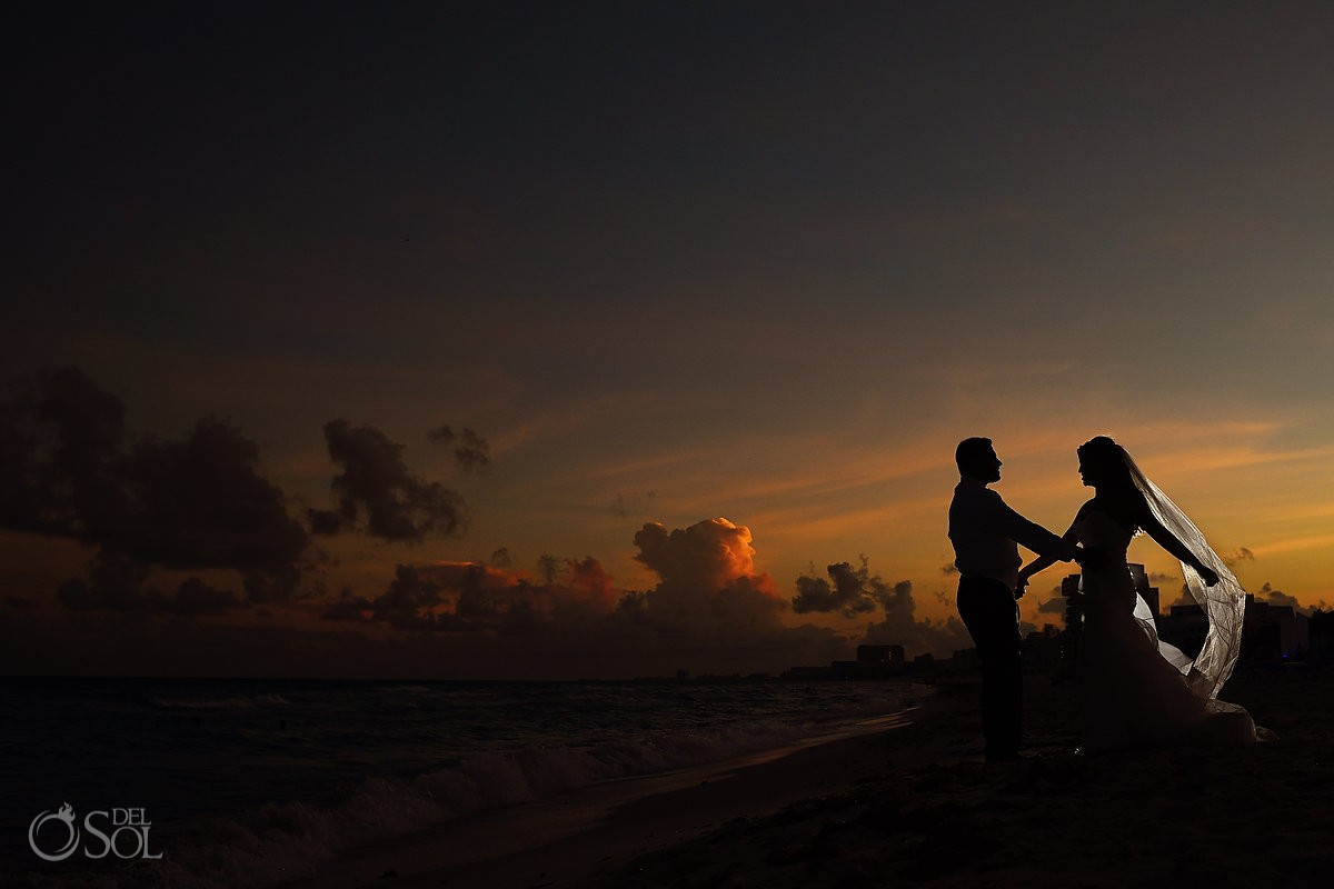 Wedding portrait sunset Gran Caribe Real Cancun