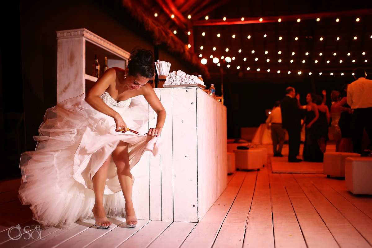 Bride cutting wedding dress, funny wedding photo, Rosewood Mayakoba, Playa del Carmen, Mexico