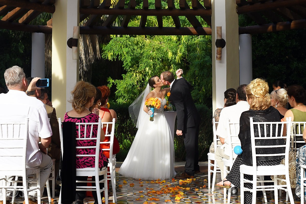 First kiss Wedding Ceremony Gazebo Valentin Imperial Maya, Playa del Carmen, Mexico