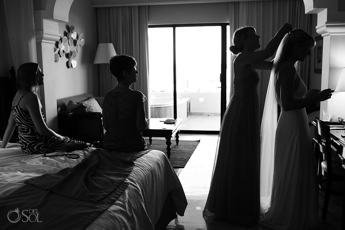 bride getting ready black white silouette Now Sapphire Riviera Cancun