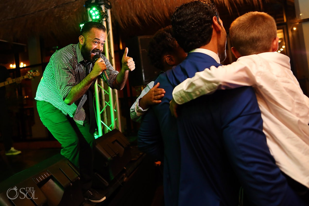 wedding reception entertainment singer thumbs up 'the shine', tequila terrace, Now Sapphire Riviera Cancun, Riviera Maya, Mexico