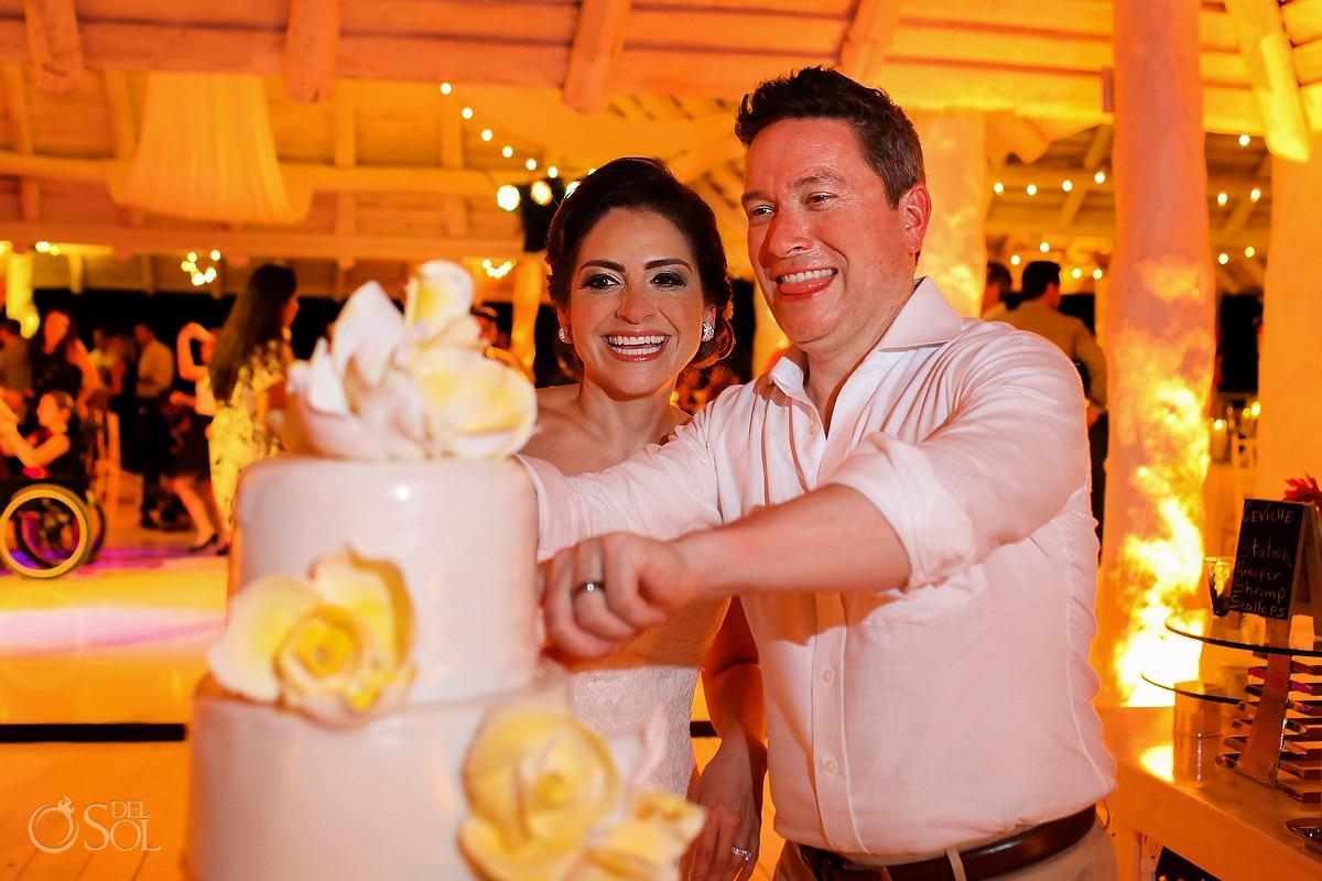 cake cutting, Wedding reception MK Blue, Banyan Tree Mayakoba, Riviera Maya, Mexico